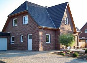 Bauträger baut Friesenhaus in Winsen Aller bei Celle